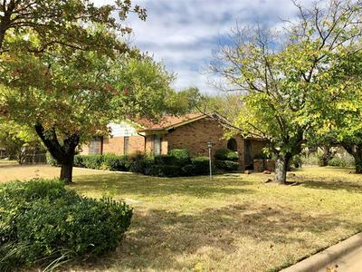 6386 HANGER PARK DR, Forest Hill, TX 76119 - Photo 1