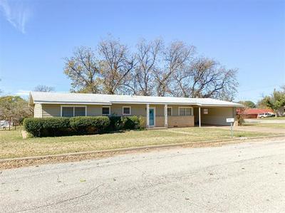 613 N PLANTS ST, Seymour, TX 76380 - Photo 1