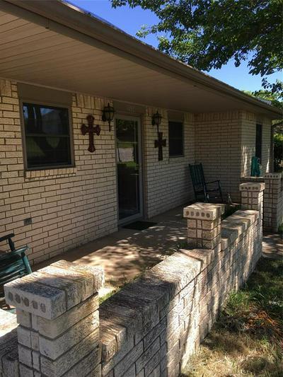 1314 N LANE ST, Comanche, TX 76442 - Photo 2