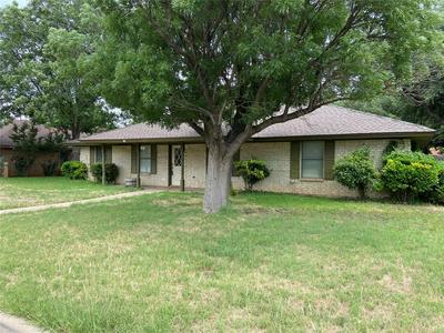 3818 WESTCHESTER DR, Abilene, TX 79606 - Photo 2
