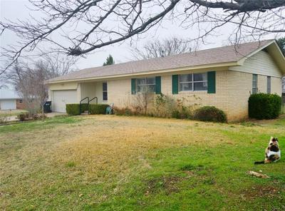 902 S AVENUE M, CLIFTON, TX 76634 - Photo 2
