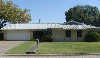902 S AVENUE L, Clifton, TX 76634 - Photo 1