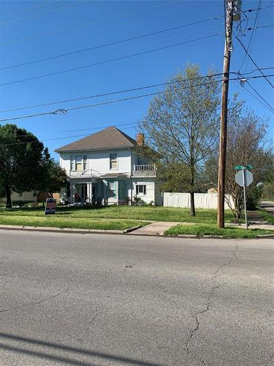 2206 PARK ST, GREENVILLE, TX 75401 - Photo 2