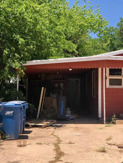 210 ROBERTS ST, Winters, TX 79567 - Photo 2