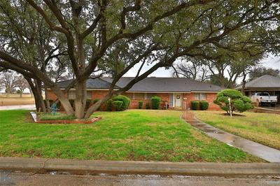 1424 EDGEWOOD ST, Sweetwater, TX 79556 - Photo 1