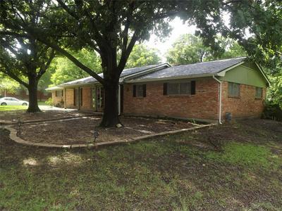401 GLEN OAKS RD, Bonham, TX 75418 - Photo 1
