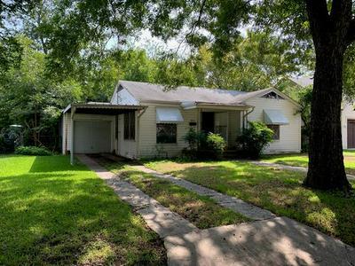840 NORTHWOOD RD, Fort Worth, TX 76107 - Photo 1