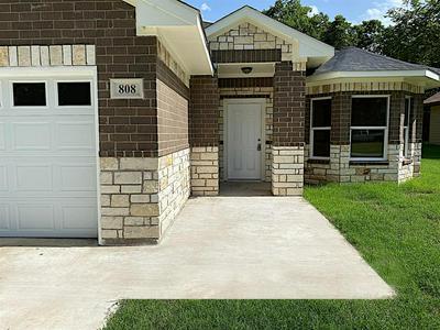 808 E 7TH ST, Bonham, TX 75418 - Photo 2