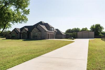 205 FAIRVIEW CT, Decatur, TX 76234 - Photo 2