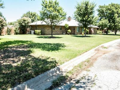 1406 SYCAMORE ST, Breckenridge, TX 76424 - Photo 2