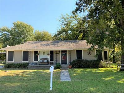 1812 N CULBERSON ST, Gainesville, TX 76240 - Photo 1