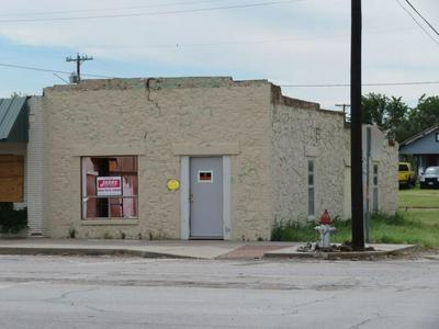 101 N MASON ST, Bowie, TX 76230 - Photo 2