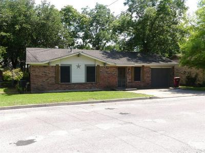 507 PENDLETON ST, Farmersville, TX 75442 - Photo 2