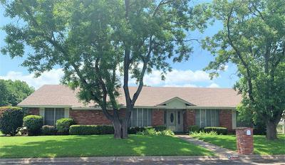 302 DELMORE DR, Hillsboro, TX 76645 - Photo 1