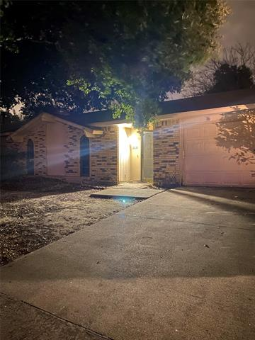 2633 SANTA ANNA DR, Grand Prairie, TX 75052 - Photo 1