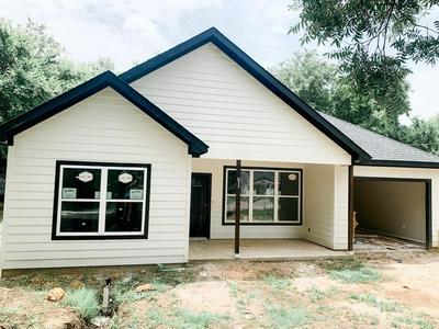 411 W GOULD ST, Hillsboro, TX 76645 - Photo 1