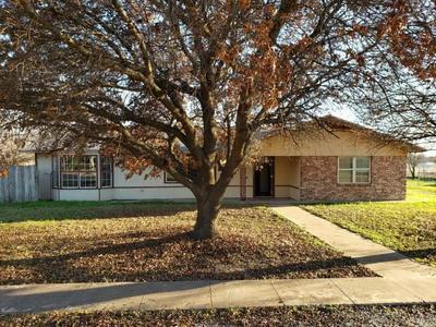 407 BOSTON ST, Brady, TX 76825 - Photo 1