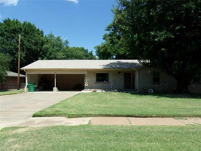 1108 S SEAMAN ST, Eastland, TX 76448 - Photo 1