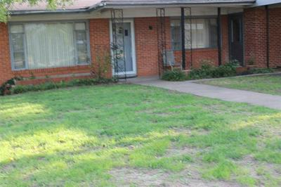 617 W COLLEGE AVE, Coleman, TX 76834 - Photo 2