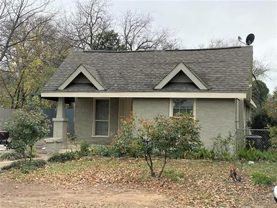 421 HUDGINS AVE, Fort Worth, TX 76111 - Photo 1