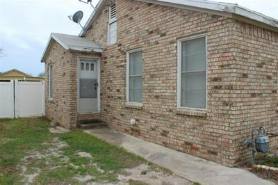 811 W LIVEOAK ST, COLEMAN, TX 76834 - Photo 2