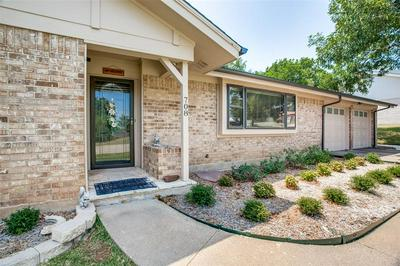708 HILLTOP DR, Weatherford, TX 76086 - Photo 2