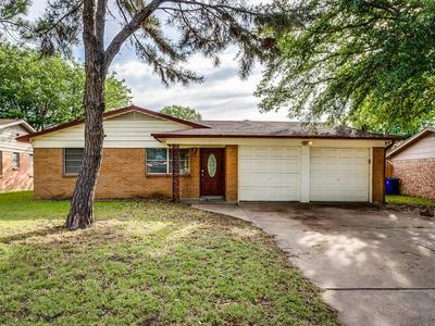 416 MARION LN, Burleson, TX 76028 - Photo 1