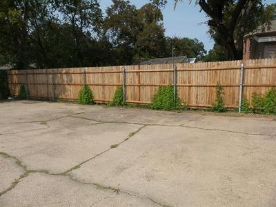 317 HIGH SCHOOL LN, Irving, TX 75060 - Photo 2