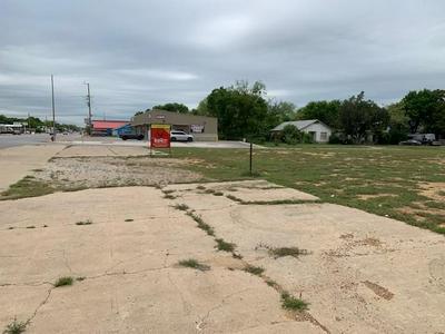 513 W MAIN ST, Eastland, TX 76448 - Photo 2