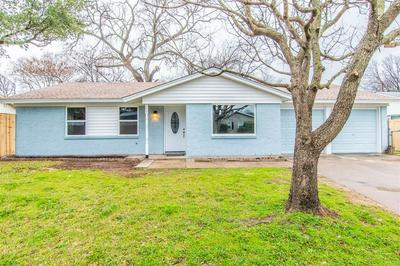 213 REAVES CT, EULESS, TX 76040 - Photo 2