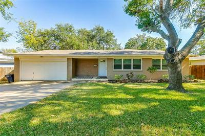 4601 SELKIRK DR, Fort Worth, TX 76109 - Photo 2
