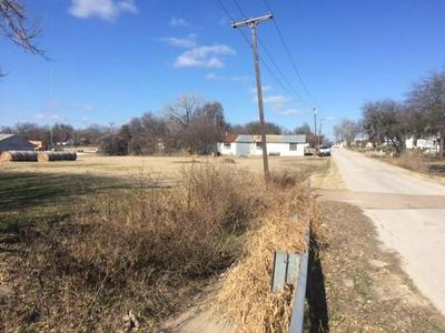 612 HAWKINS ST, Hillsboro, TX 76645 - Photo 2