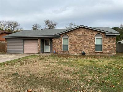 1613 TOBIE LAYNE ST, Benbrook, TX 76126 - Photo 2