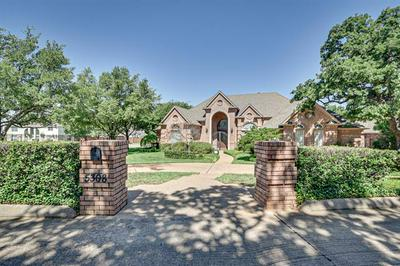 5308 DUNBARTON CT, Arlington, TX 76060 - Photo 2