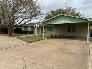1406 W ELLIOTT ST, BRECKENRIDGE, TX 76424 - Photo 2