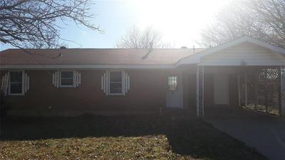 704 E CLAY ST, BOWIE, TX 76230 - Photo 1