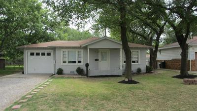405 MCKENZIE AVE, Hillsboro, TX 76645 - Photo 2