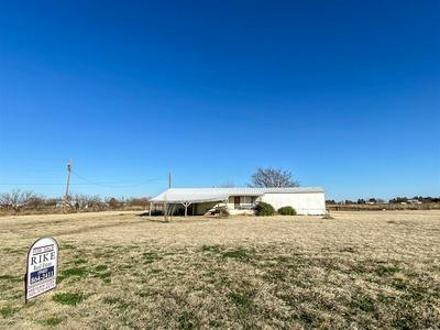 516 N VIVIAN AVE, Aspermont, TX 79502 - Photo 1