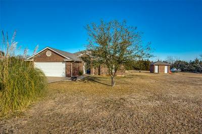 105 RED OAK CIR, Ector, TX 75439 - Photo 2