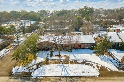 1206 E FRANKLIN ST, Hillsboro, TX 76645 - Photo 2