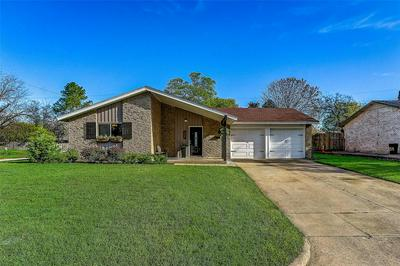 309 TOWN CREEK DR, EULESS, TX 76039 - Photo 2