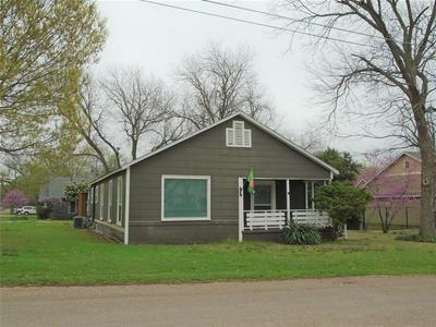 301 S 4TH ST, GRANDVIEW, TX 76050 - Photo 1