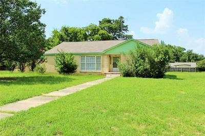 104 MCKINNON ST, Mount Pleasant, TX 75455 - Photo 2