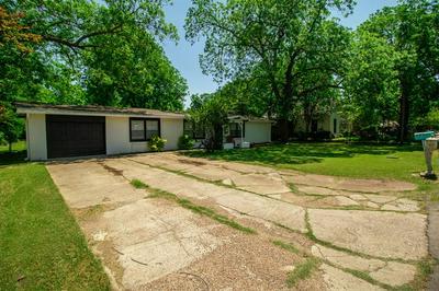 203 S BOIS D ARC ST, Grandview, TX 76050 - Photo 2