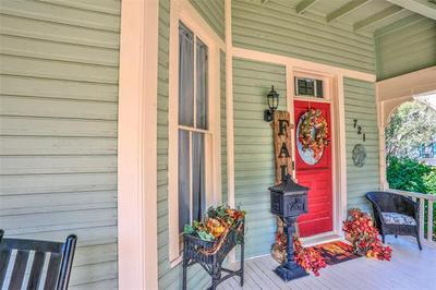 721 N DIXON ST, Gainesville, TX 76240 - Photo 2