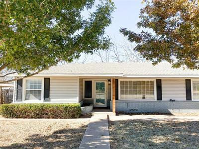 611 N PLANTS ST, Seymour, TX 76380 - Photo 2