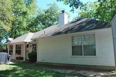 1007 OXFORD DR, Gainesville, TX 76240 - Photo 2