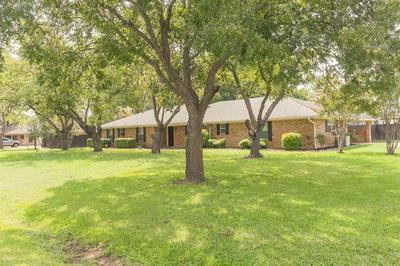 7408 WILLOW OAK LN, Arlington, TX 76001 - Photo 1