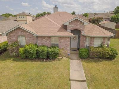 1718 REYNOLDS ST, Lancaster, TX 75134 - Photo 2