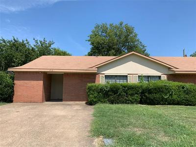 718 HILLCREST CT, Cedar Hill, TX 75104 - Photo 1